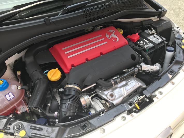 アバルト595のエンジン