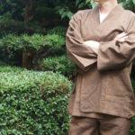 夏用に日本製しじら織り作務衣 | 生地が薄いのにビシッと決まる