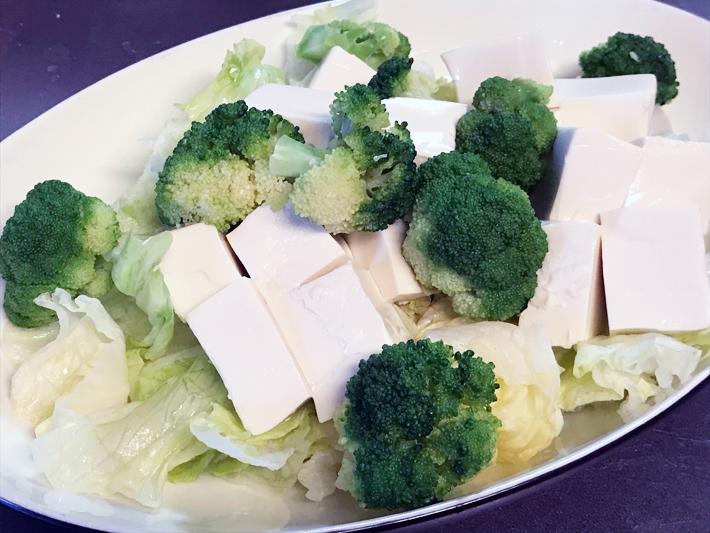 冷奴と野菜サラダ